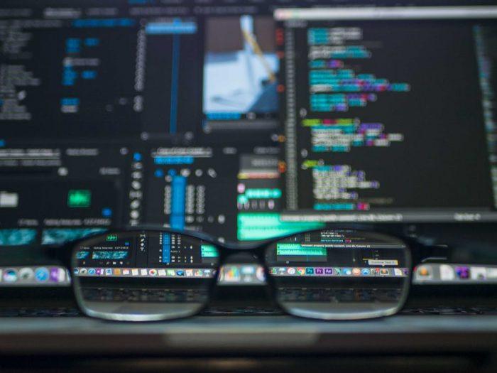 Brille mit Bildschirm